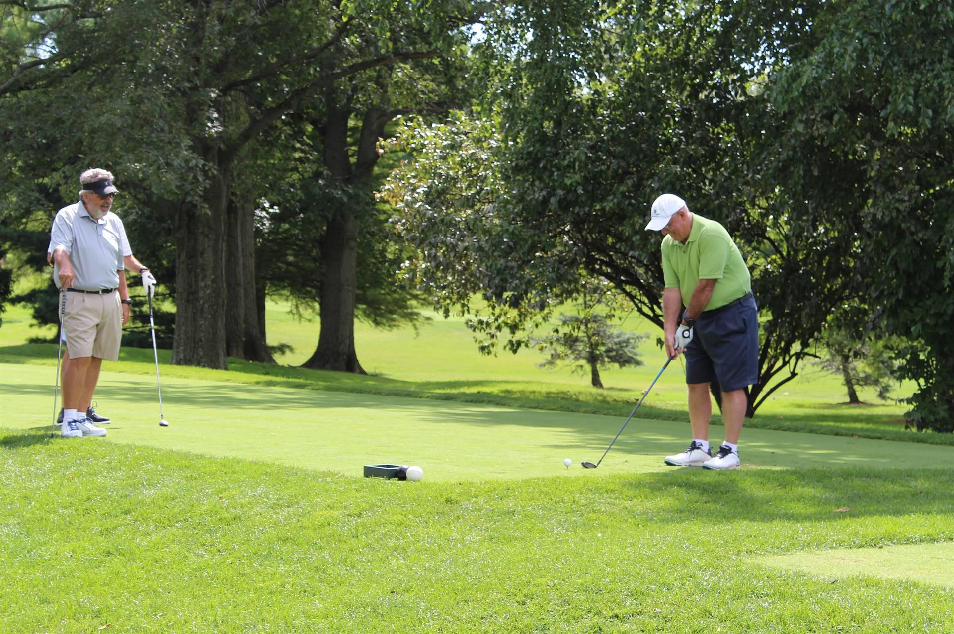 Golfing-Guys